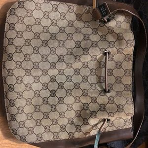 Gucci shoulder purse (with dust bag)